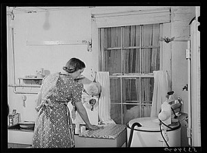 New_England_Housewife_in_the_Kitchen