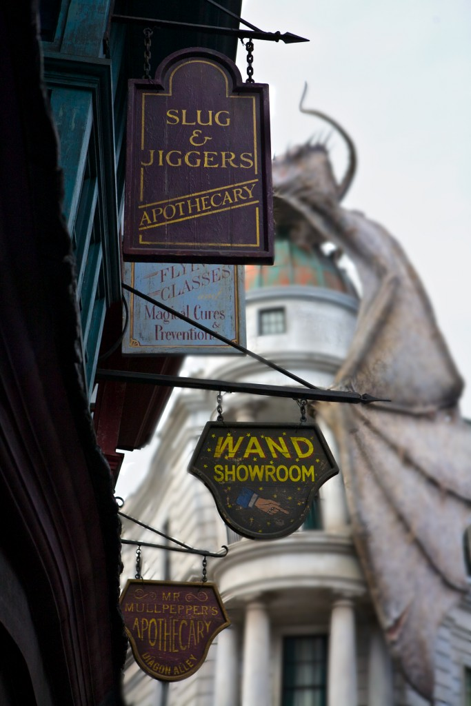 Diagon Alley, Harry Potter, Signage