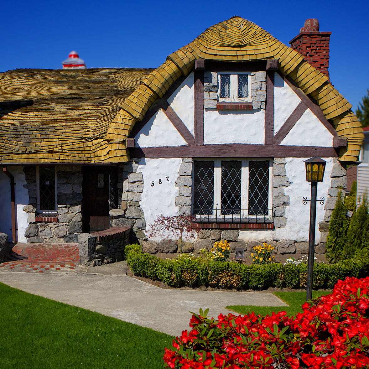 A real fairy tale cottage in vancouver b c davonna juroe for Cottage homes to build