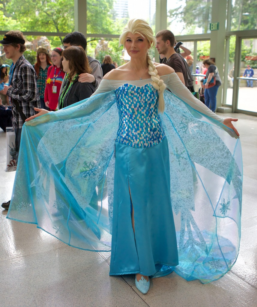 Great Elsa cosplay!